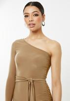 Missguided - One shoulder slinky midi dress - neutral