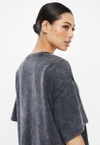 Missguided - Oversized acid wash short sleeve T-shirt dress - charcoal
