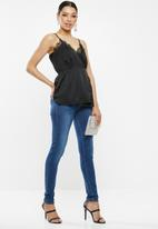 Missguided - Lace trim wrap over cami - black