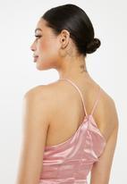 Missguided - Halter neck flippy hem dress - pink