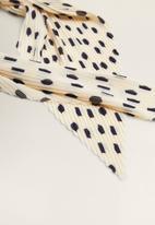MANGO - Printed pleated scarf - cream & black