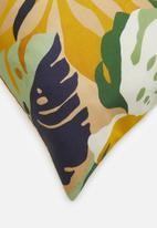 Hertex Fabrics - Carriacou outdoor cushion cover - macaw