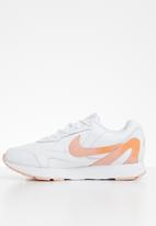 Nike - Delfine Lea - white / kumquat-coral stardust