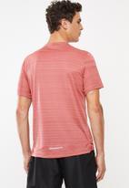 Nike - Dry miler short sleeve top - dusty pink