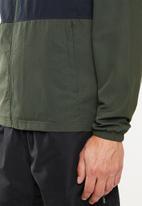 Under Armour - Sportstyle wind jacket - green & black