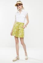 Superbalist - Printed soft paperbag shorts - green & white