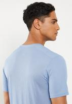 Nike - Short sleeve run top - blue