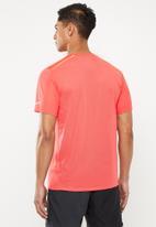 Nike - Short sleeve run top - red