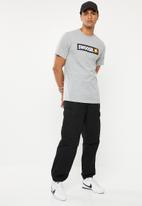 Nike - Swoosh short sleeve tee - grey & white