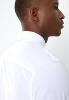 STYLE REPUBLIC - Frantz zip detail long sleeve shirt - white