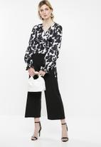 Superbalist - Printed wrap blouse - black & white