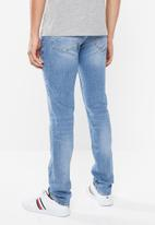 Tommy Hilfiger - Bleecker distressed slim fit jeans - blue