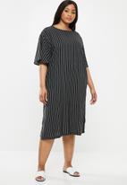 Superbalist - Slit detail tee dress - black & white
