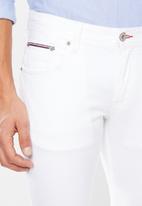 Tommy Hilfiger - Denton straight leg jeans - white