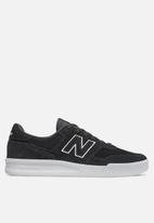 New Balance  - Classic Court - black & white