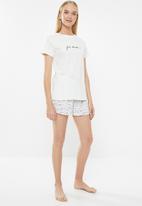 Superbalist - Sleep tee & shorts set - cream