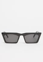 Superbalist - Gwil sunglasses - black