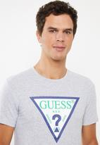 GUESS - Guess triangle rubber tee - grey
