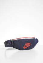 Nike - Nike heritage belt bag - multi