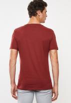 Superbalist - Plain V-neck 2 pack tees - red & blue