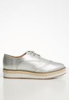 Call It Spring - Wilanna flatform brogue - silver