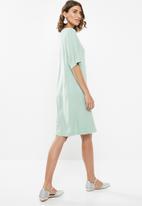 edit - Wide sleeve shift dress - green