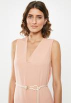 edit - Sleeveless slip dress with belt - pink
