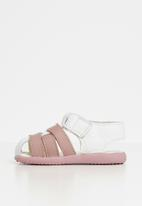 shooshoos - Uncle pope sandals - white & pink