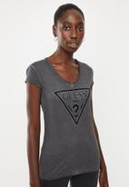 GUESS - Short sleeve oil wash triangle tee - charcoal