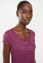 GUESS - Short sleeve oil wash triangle tee - purple