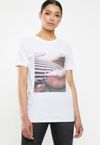 Missguided - Bikini day photographic graphic T-shirt - white