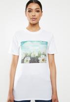 Missguided - Sunshine daisies graphic T-shirt - white