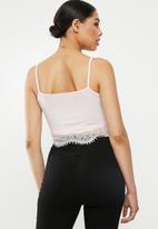 Missguided - 2 pack v-neck lace trim bralette - black & pink