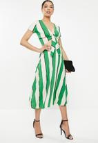 STYLE REPUBLIC - Highwaisted pleated skirt - multi