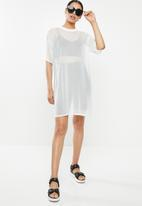 Missguided - Oversized mesh short sleeve T-shirt dress - white