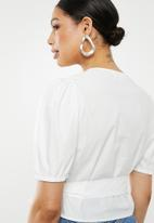 Missguided - Poplin wrap front puff sleeve crop blouse - white
