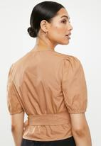 Missguided - Poplin wrap front puff sleeve crop blouse - brown