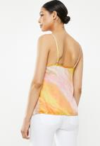 Missguided - Satin v-neck cami - yellow