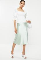Missguided - Shirred body puff sleeve milkmaid top - white
