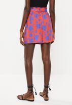 Superbalist - Printed soft paperbag shorts - red & blue
