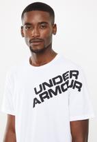 Under Armour - Wordmark shoulder short sleeve tee - white & black