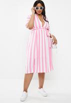 Glamorous - Curve wrap dress- pink & white