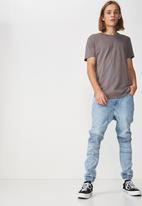 Factorie - Curved hem tee - grey