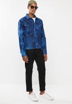 Superbalist - Tie dye denim trucker jacket - blue