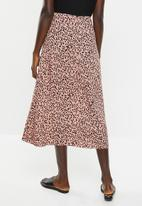 New Look - Elma spot split side skirt - pink & black