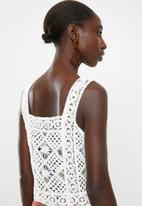 New Look - Square neck crochet vest - white