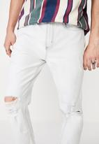 Factorie - Relaxed tapered jean - light blue