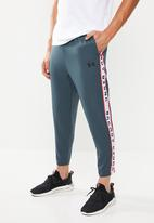 Under Armour - Unstoppable track pants - grey
