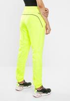PUMA - Chase woven pants - yellow