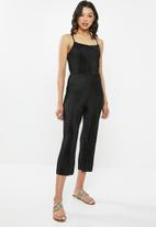 Missguided - High neck plisse strappy back jumpsuit - black